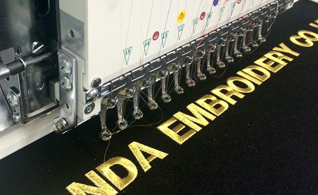 自社工場での刺繍